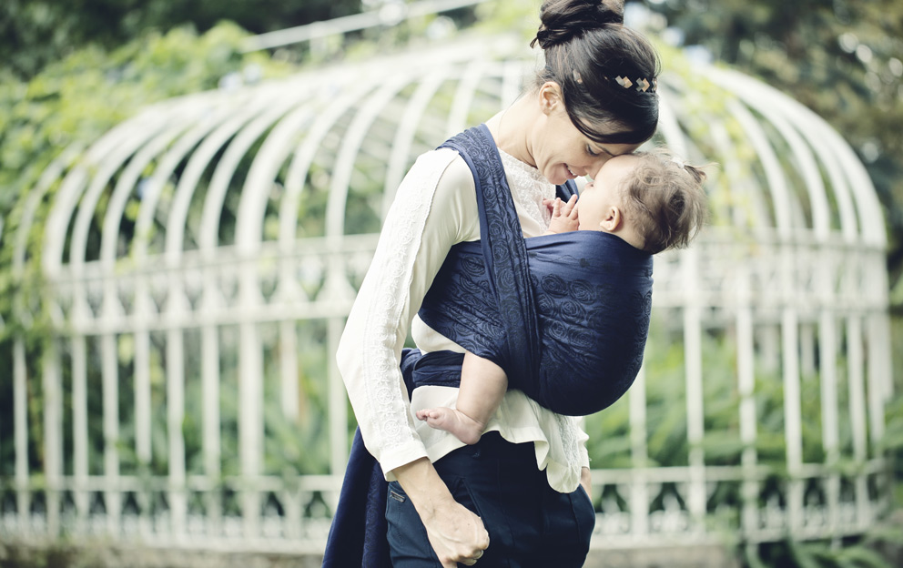 Optimal positioning when carrying your child with Oscha Slings Scotland