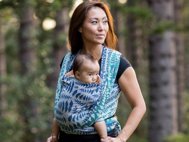Woman carrying her baby in a woven baby wrap from Oscha Slings